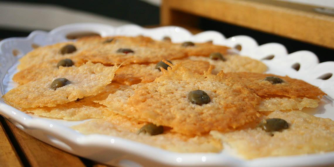 Parmesan och olivchips